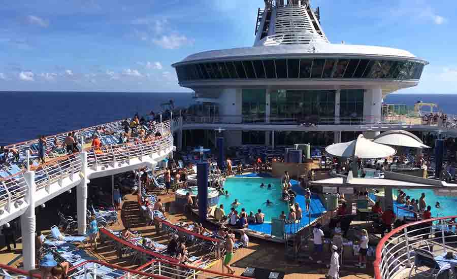 desire-cruise-crucero-sexual-piscina