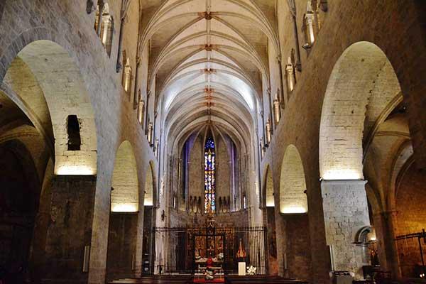 que ver en la basilica sant feliu