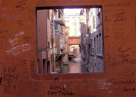 pequeña ventana de Via Piella