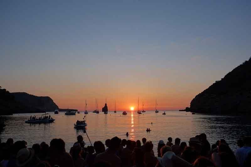 atardecer en una de las calas de Ibiza