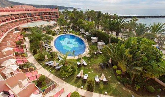 Hoteles con piscina en la habitación 1