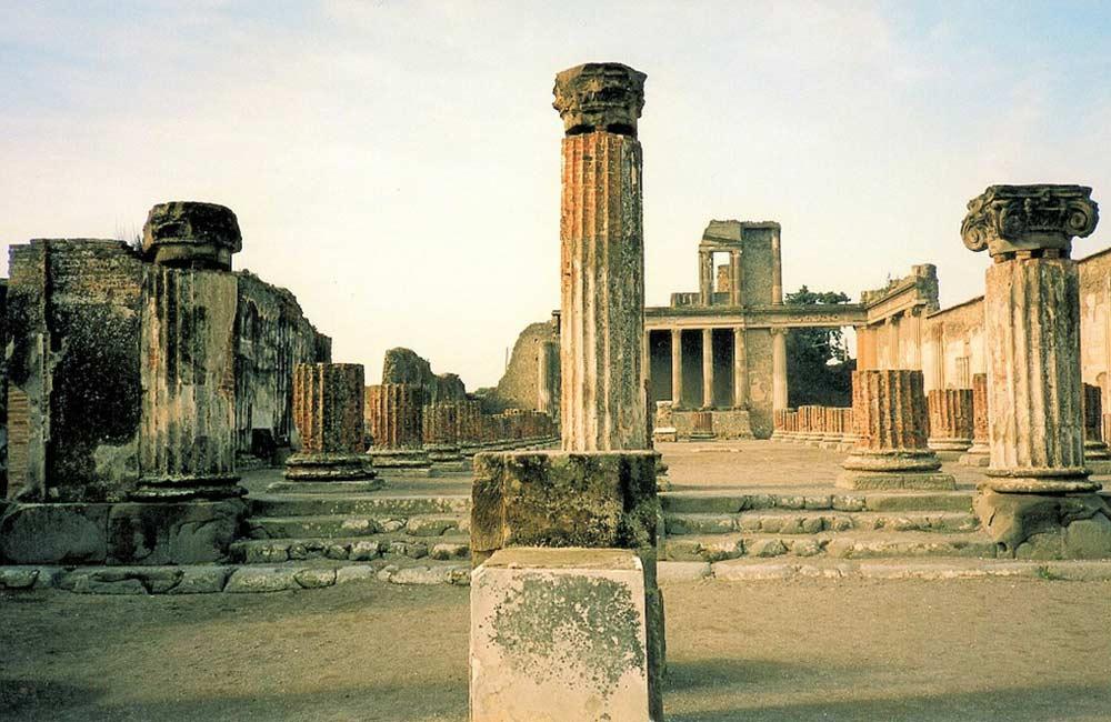 monumentos nápoles